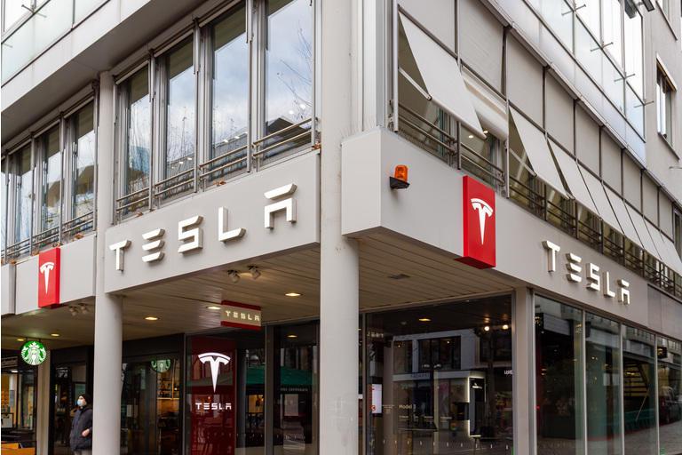 Tesla Store Außenseite