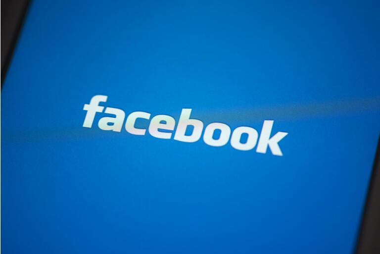 Facebook App on Apple iPhone 4s Screen