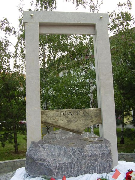 File:Trianon Statue Bekescsaba big.jpg