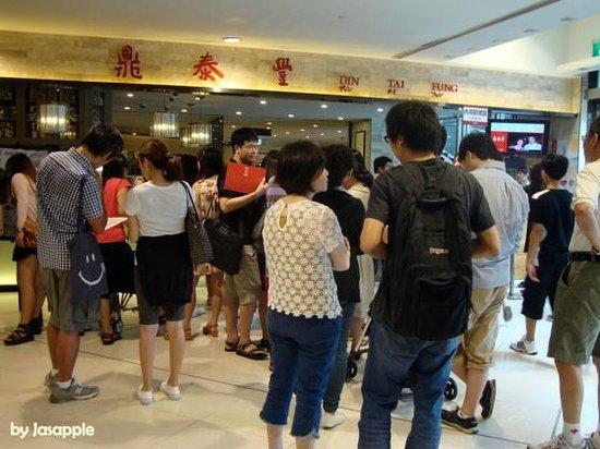 Din Tai Fung restaurant queues