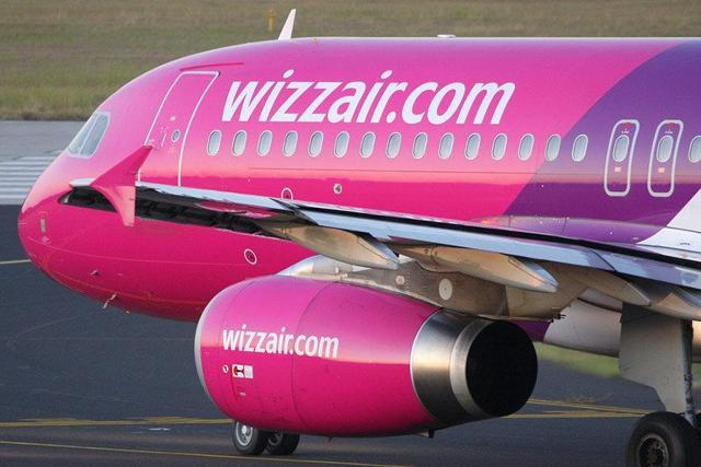 http://aviationtribune.com/wp-content/uploads/2016/06/13-wizzair-a320-TisMeyerAirplanePicsorg.jpg