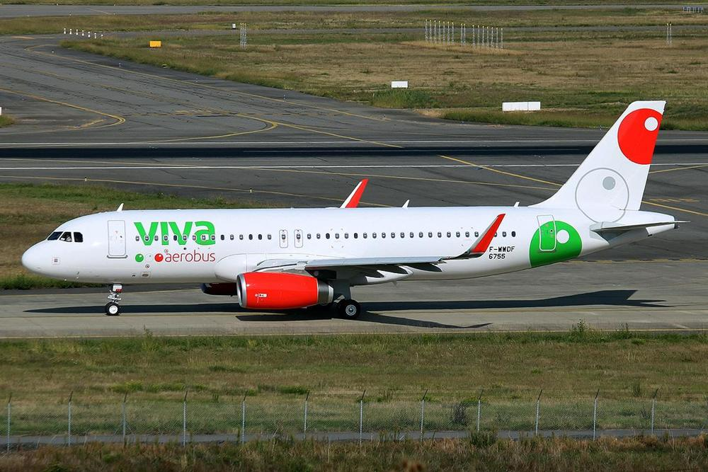 https://upload.wikimedia.org/wikipedia/commons/3/3c/VivaAerobus_Airbus_A320_at_Toulouse.jpg
