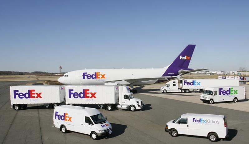 How Many FedEx Corporation (NYSE:FDX)'s Analysts Are Bullish?