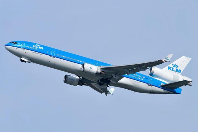 https://upload.wikimedia.org/wikipedia/commons/thumb/3/36/KLM_McDonnell_Douglas_MD-11_PH-KCK_Ingrid_Bergman.jpg/1200px-KLM_McDonnell_Douglas_MD-11_PH-KCK_Ingrid_Bergman.jpg