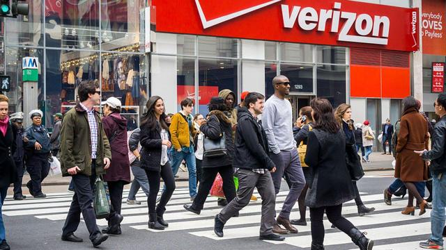 Should You Buy Verizon Communications Inc. (NYSE:VZ) On Current Analyst Views?