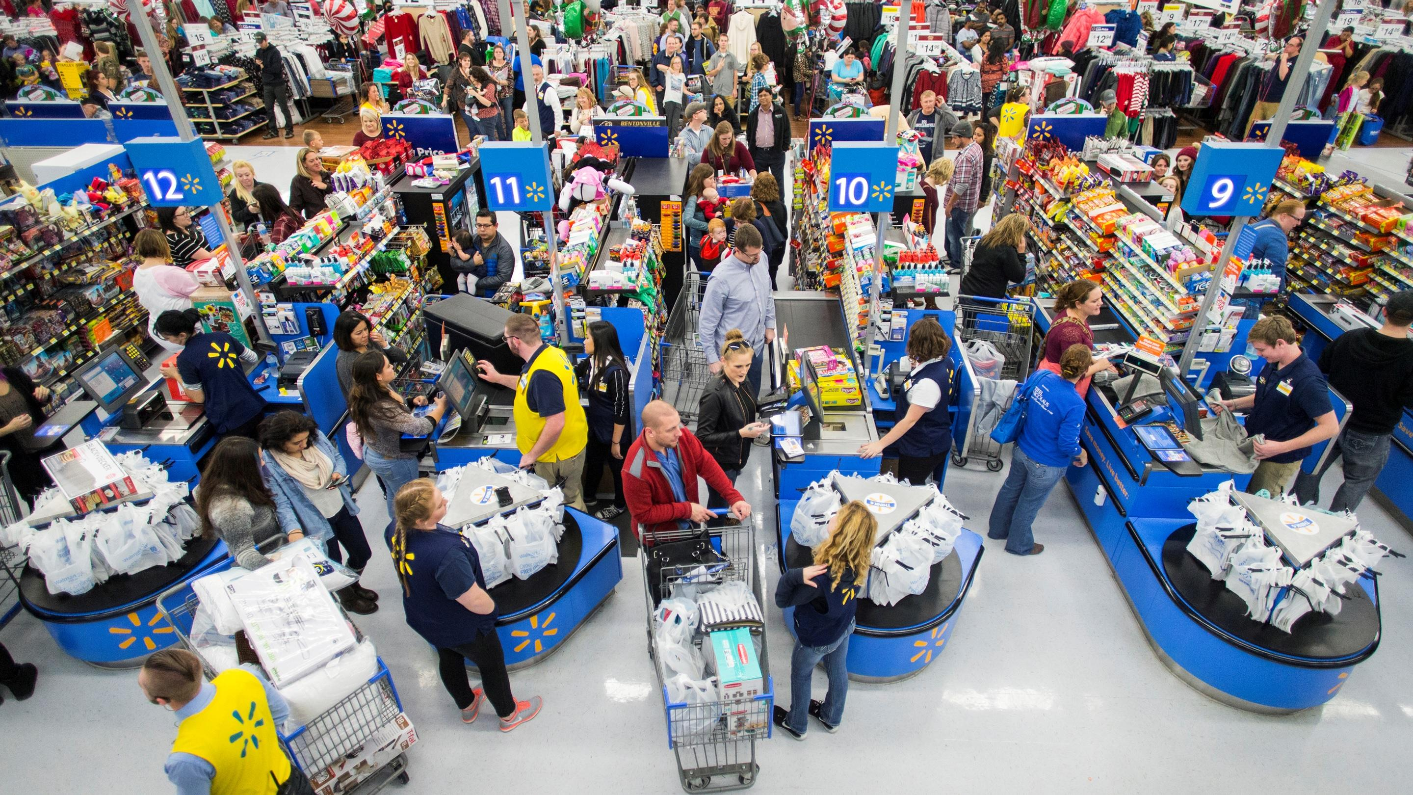 Online sales, solid store traffic gives Walmart 2Q boost
