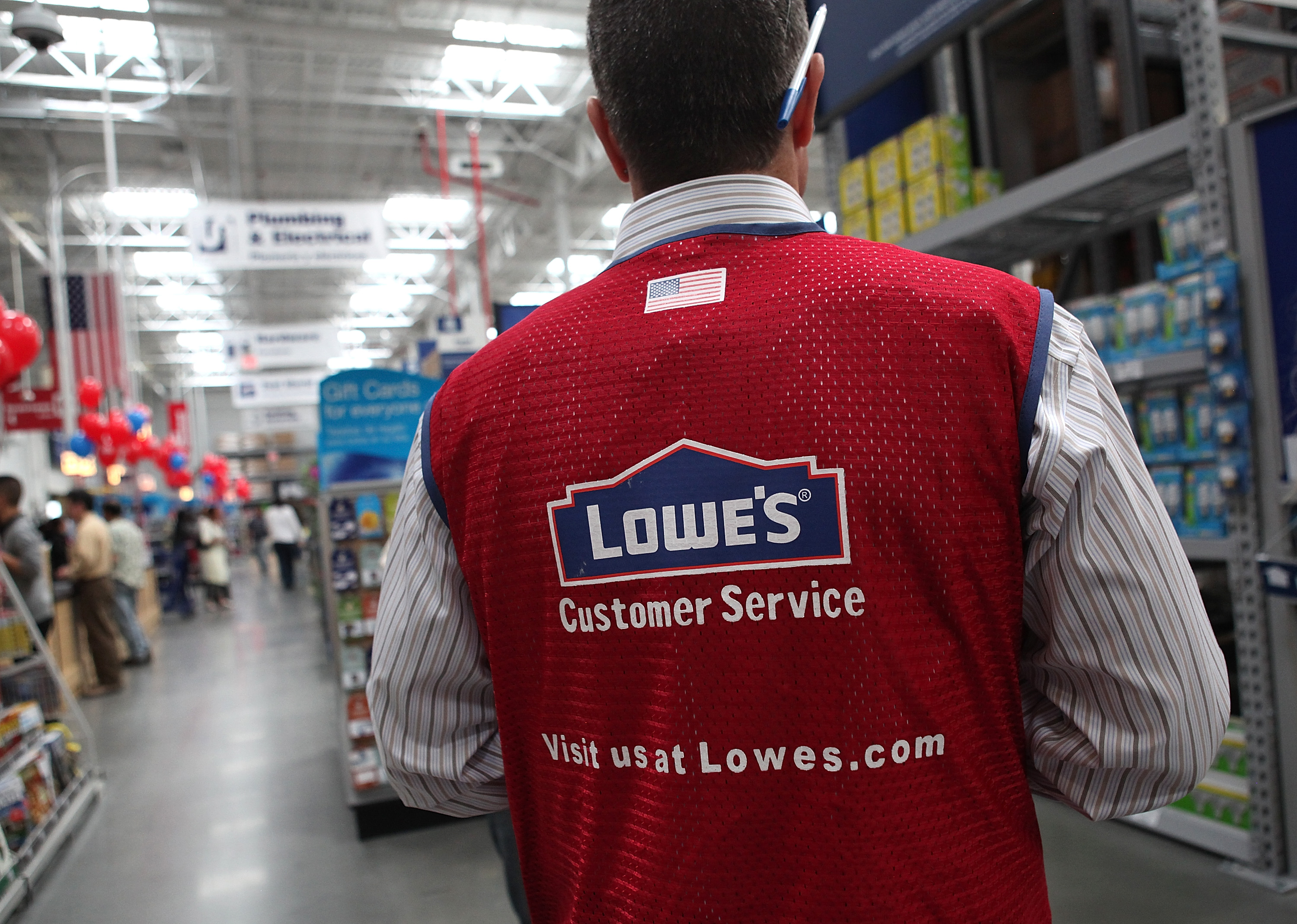 Lowe's quarterly earnings, sales below Wall Street's forecasts