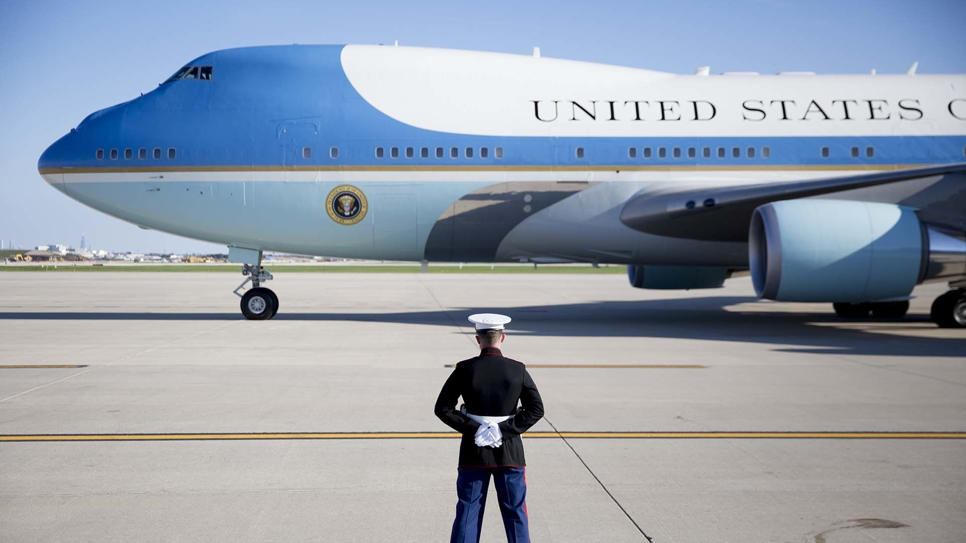 New Air Force One to be White Tailed 747s
