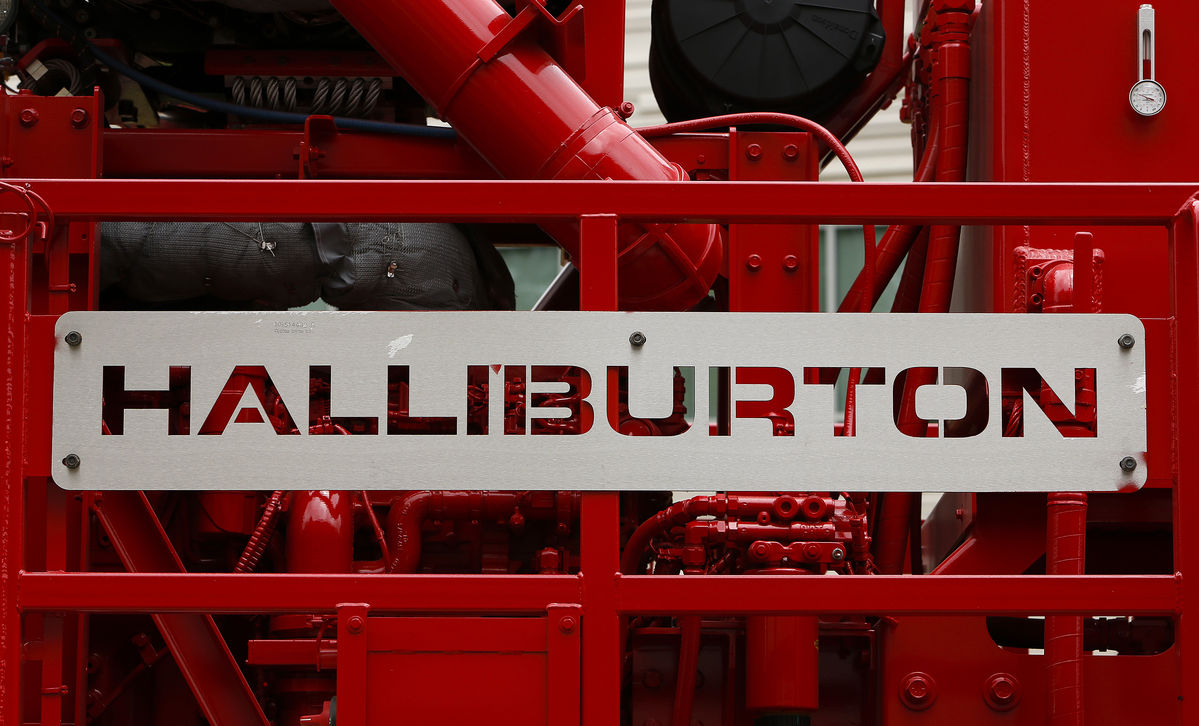UMB Bank NA MO Invests $9.88 Million in Halliburton Company (HAL) Stock