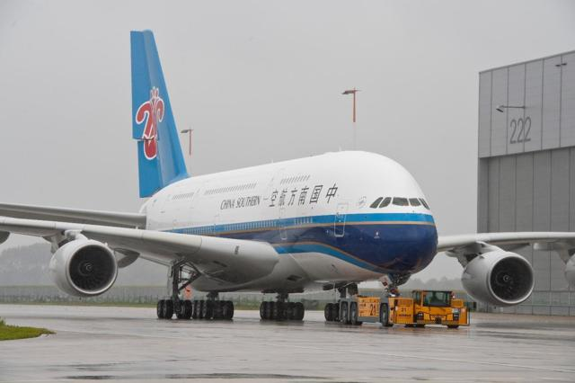 http://www.airlinereporter.com/wp-content/uploads/2012/06/A380_China_Southern_MSN_031_RollOut1.jpg
