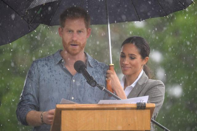 https://shortlist.imgix.net/app/uploads/2018/10/19101529/prince-harry-spoke-out-about-mental-health-and-you-should-listen-crop-1539940624-2048x1365.jpg?w=1640&h=1&fit=max&auto=format%2Ccompress