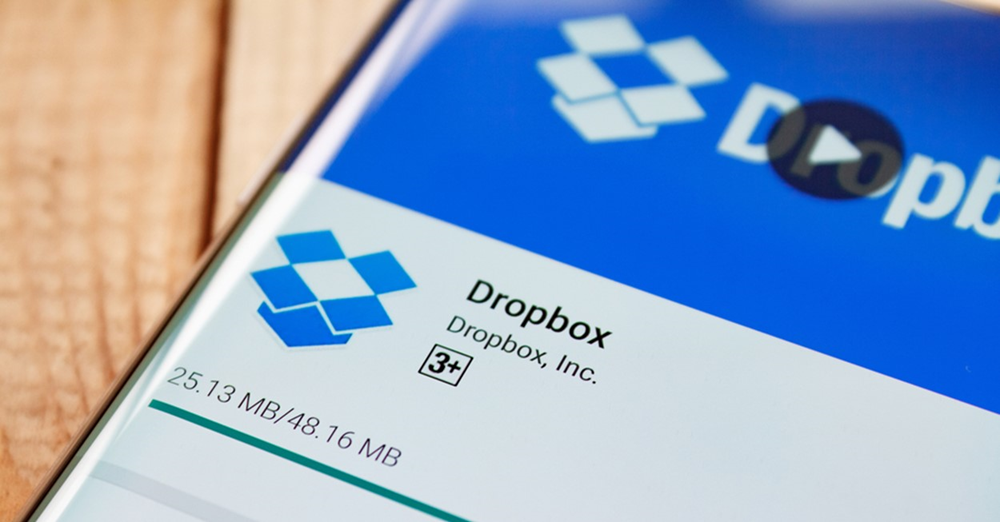 Dropbox share price falls after COO steps down