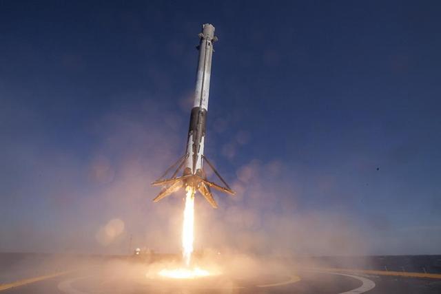 Falcon 9 landing - SpaceX