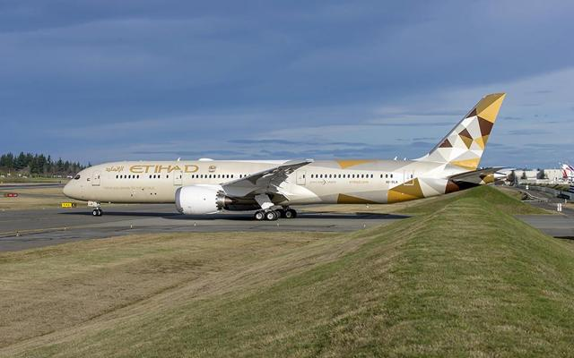 http://www.boeing.com/resources/boeingdotcom/commercial/customers/etihad-airways/etihad-airways-celebrates-its-first-delivery-of-the-787-dreamliner/assets/images/gallery/gallery-large-01.jpg
