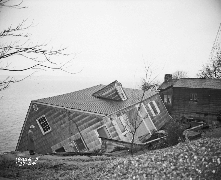 https://static.seekingalpha.com/uploads/2019/2/10/saupload_Seattle_-_House_damaged_in_Perkins_Lane_landslide_1954.png
