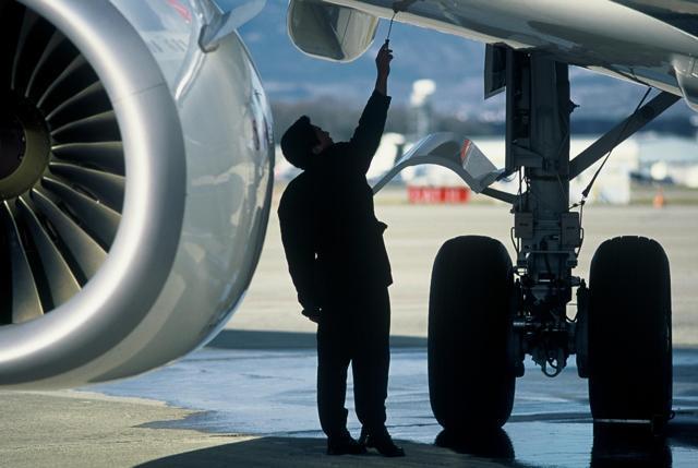 Afbeeldingsresultaat voor aircraft maintenance