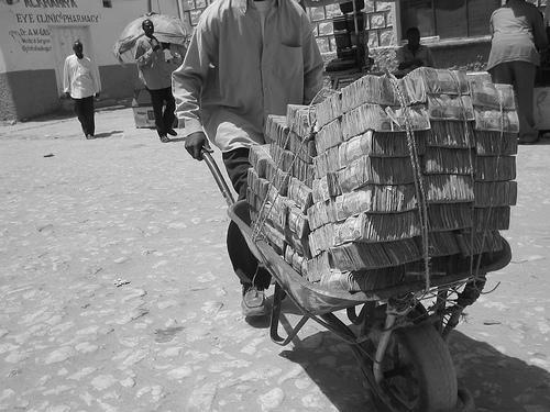 saupload_somali_wheelbarrow.jpg