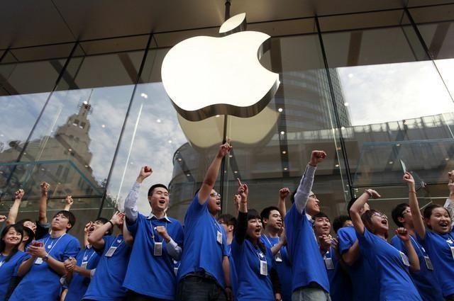 Apple Inc.(Nasdaq:AAPL): Apple (AAPL) cuts iPhone prices in China