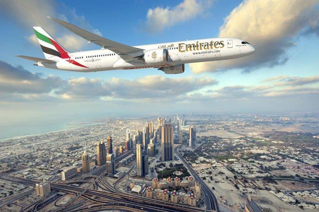 Afbeelding met lucht, buiten, vliegen, vliegtuig Automatisch gegenereerde beschrijving