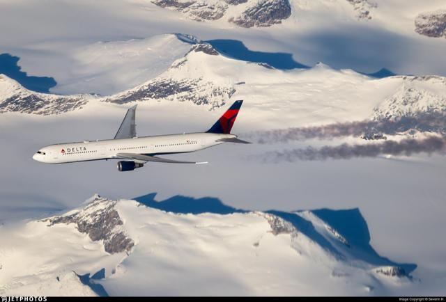 Delta 767-400 over Greenland