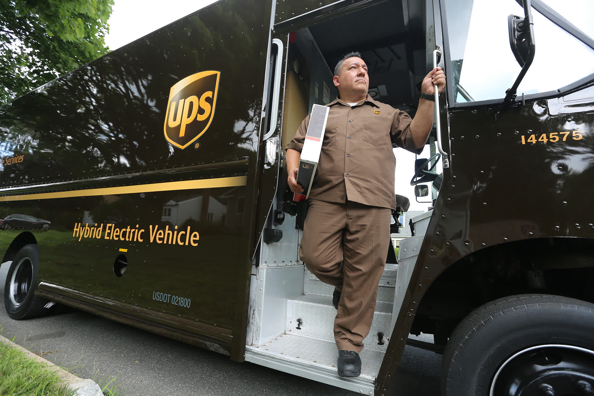 UPS: Even Amazon Can't Keep Big Brown Down - United Parcel Service, Inc. (NYSE:UPS)   Seeking Alpha