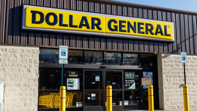 Dollar General store during COVID-19 crisis